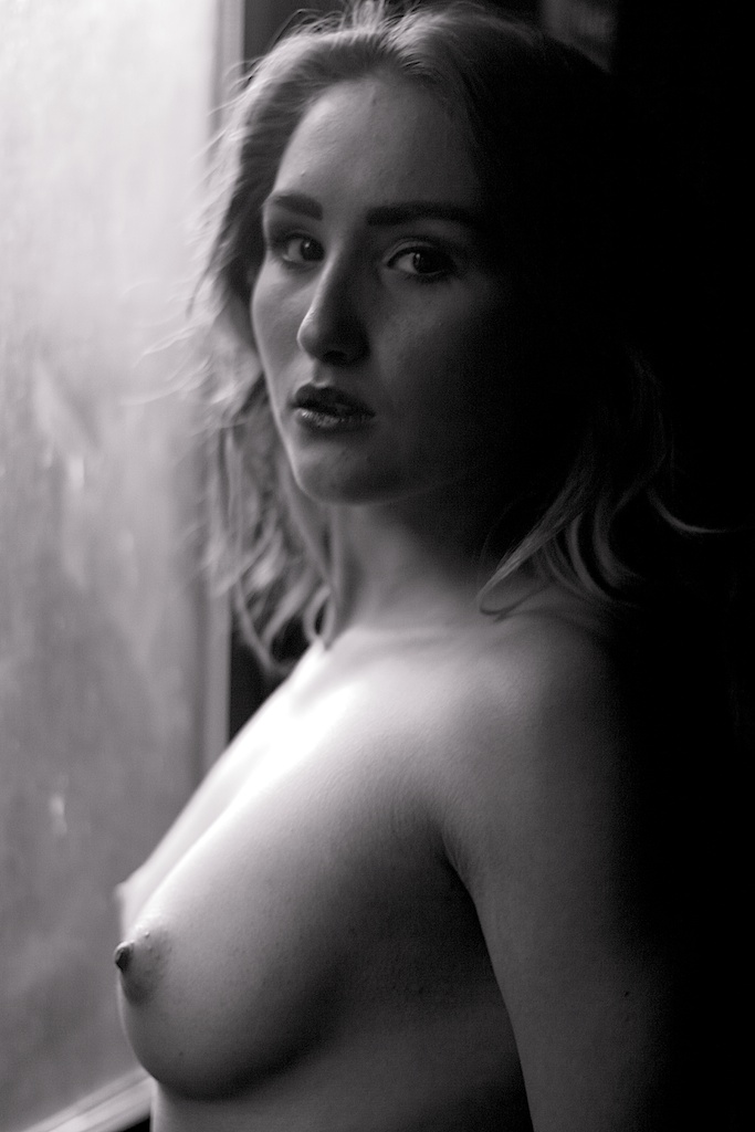 NSFW - Portrait of model Rachelle Summers (topless)